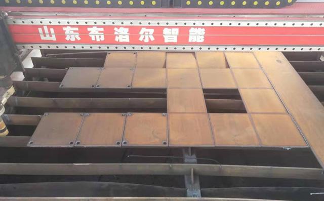 龙门式切割机切割碳钢板样品