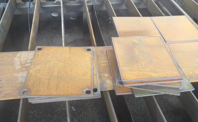 龙门式切割机切割碳钢板样本