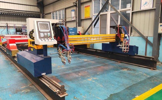 数控火焰切割机被广泛应用于中厚度钢板的切割工作。